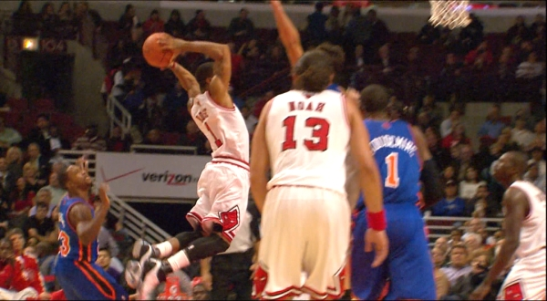 derrick rose dunking pictures. derrick rose dunking on dragic