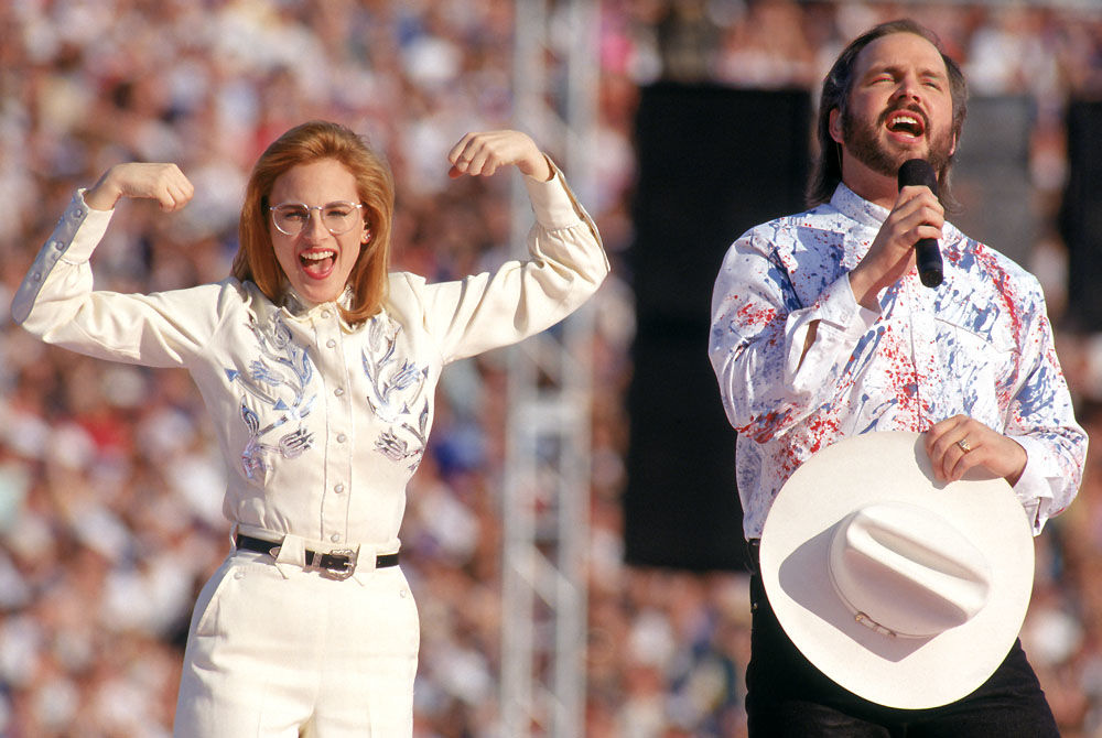 Marlee Matlin and Garth Brooks