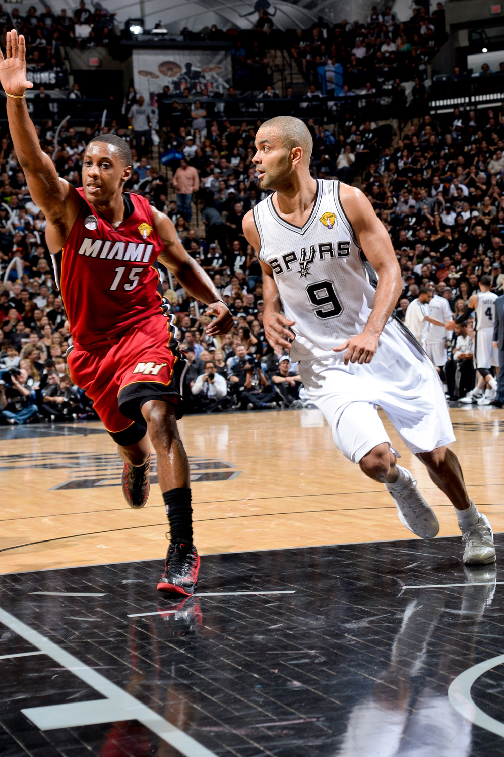 Game 3: Spurs 113, Heat 77