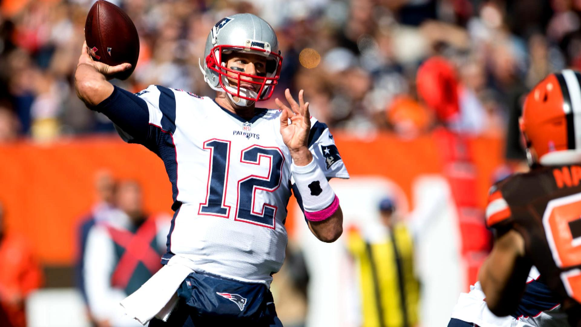 tom brady spends time with throwing coach during playoff - HD1920×1080