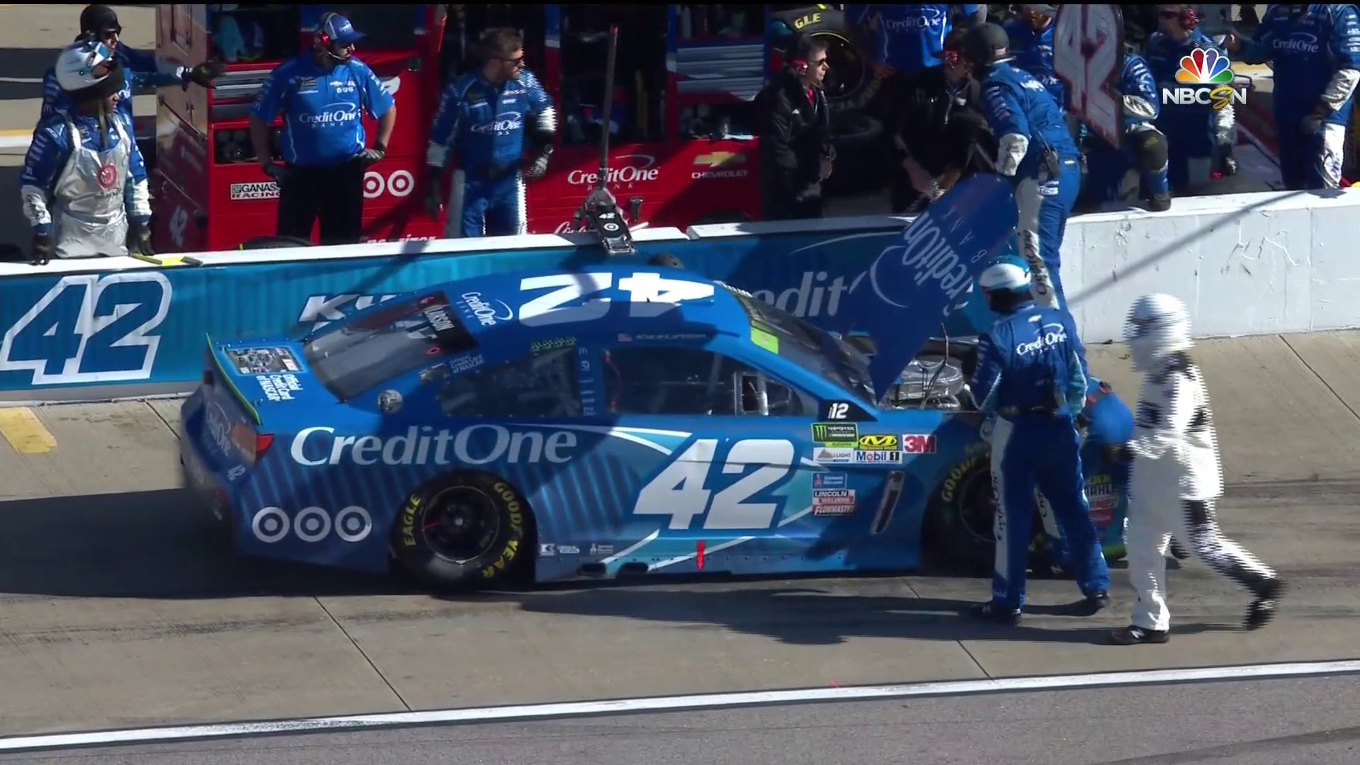 Kyle Larson Knocked Out Of Kansas Due To Engine Issues