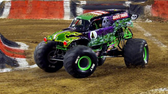 Highlights Grave Digger The Black Pearl Clean Up At Houston Monster Jam Nbc Sports