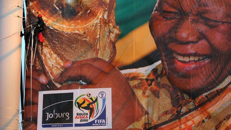 "<div align=""center""><span style=""font-size: 18pt;"">Nelson Mandela embraces the World Cup</span></div>"