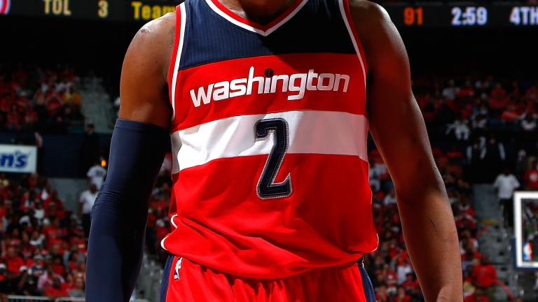 Wizards steal game from Hawks in Atlanta, Wall injured