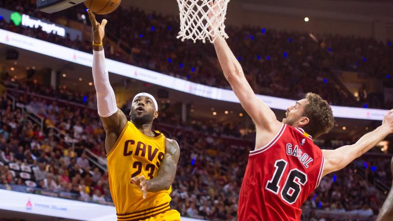 LeBron James dominates as Cavaliers even series with Bulls