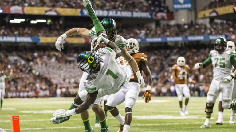 Alamo Bowl: (10) Oregon 30, Texas 7