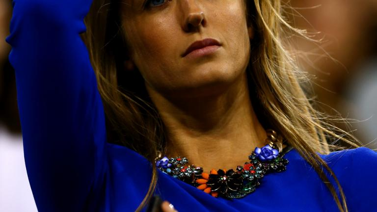 Kim Sears watches boyfriend Andy Murray advance in Round 4