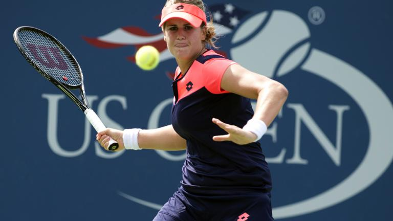Radwanska cruises to third round