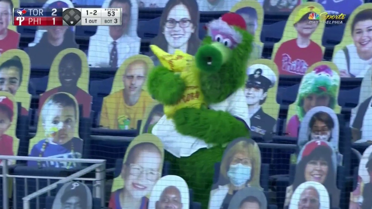 The Phanatic is center of attention in this hysterical clip from Phillies game