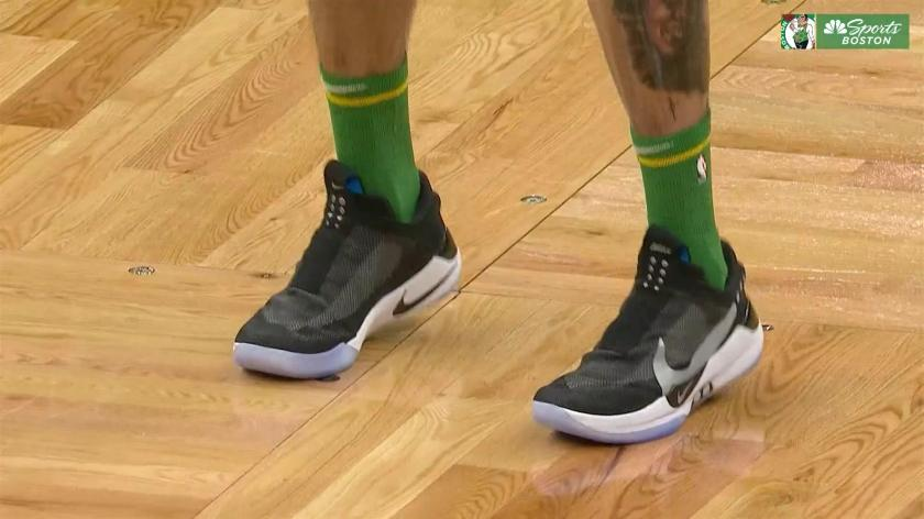 wear auto-lacing basketball shoes