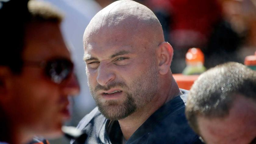 Video: Kyle Long accidentally appears fully naked on IG