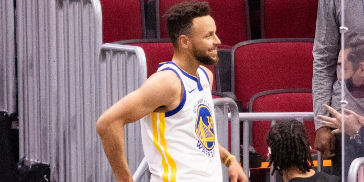 Steph Curry sees reporter's halftime tweet, makes airplane gesture - NBC Sports Bay Area