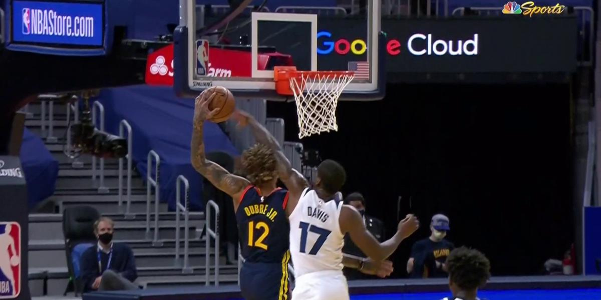 Kelly Oubre bounces back after Flagrant 2 foul by T-Wolves' Ed Davis