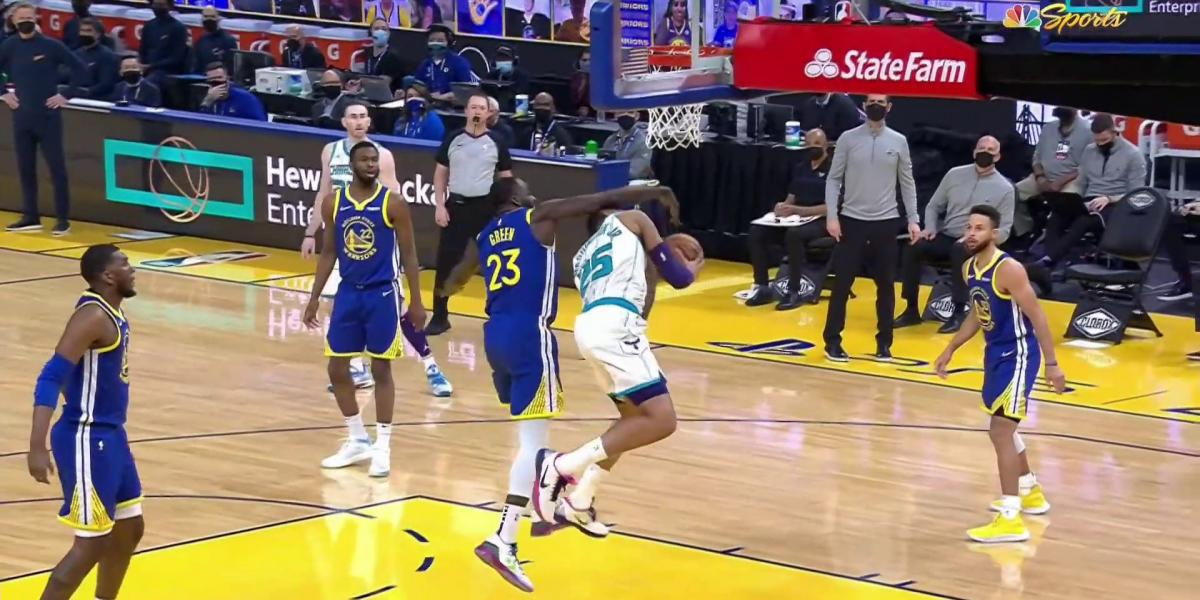 Draymond Green picks up early Flagrant in Warriors-Hornets for hit to head