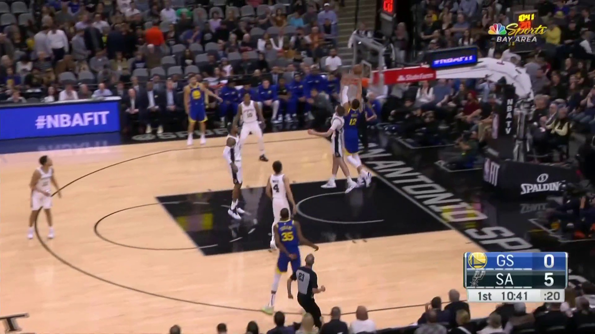 Andrew Bogut scores first points in Warriors' return off Curry's alley-oop