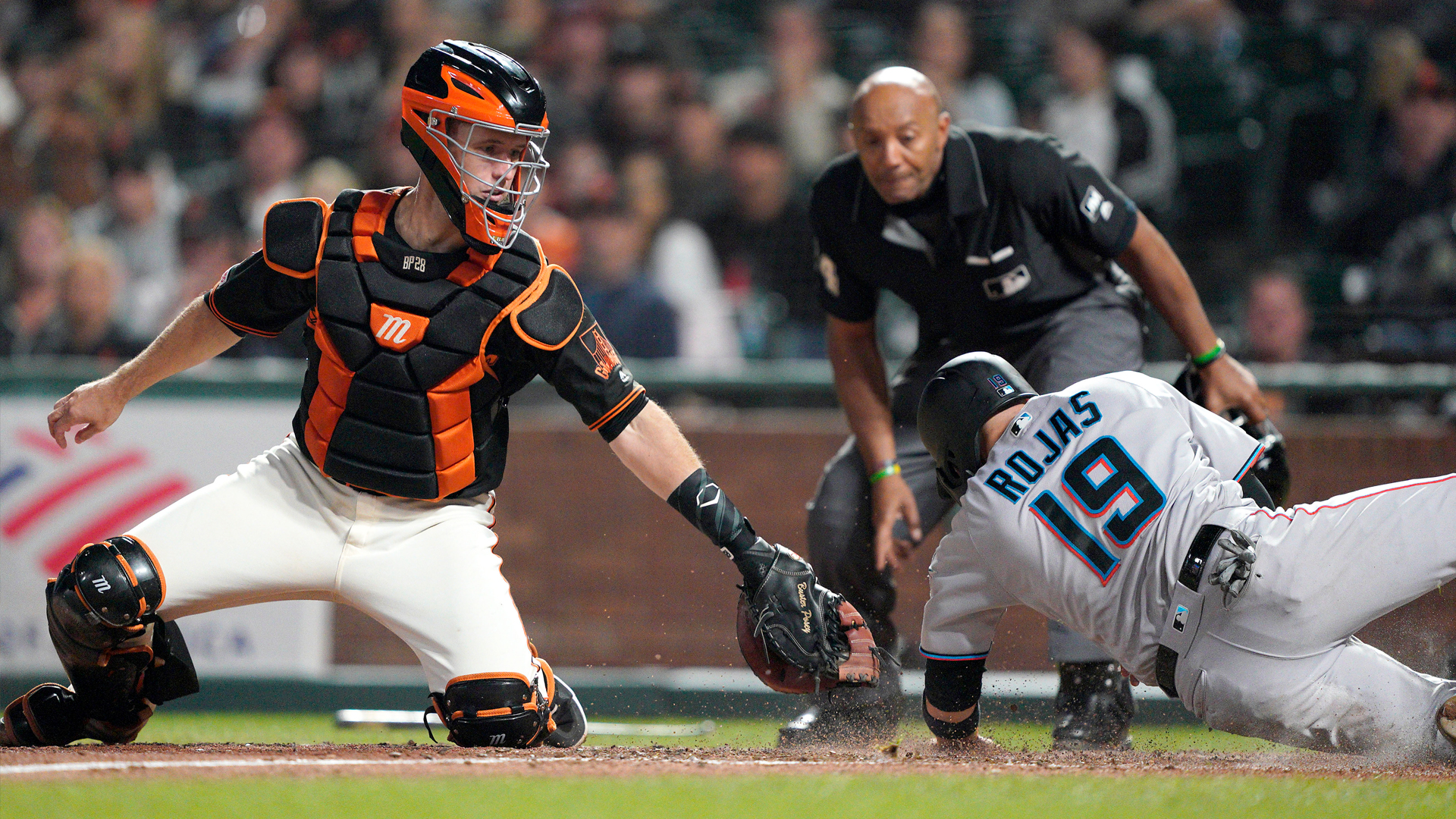 Marlins score two late runs, hand Giants bad home loss