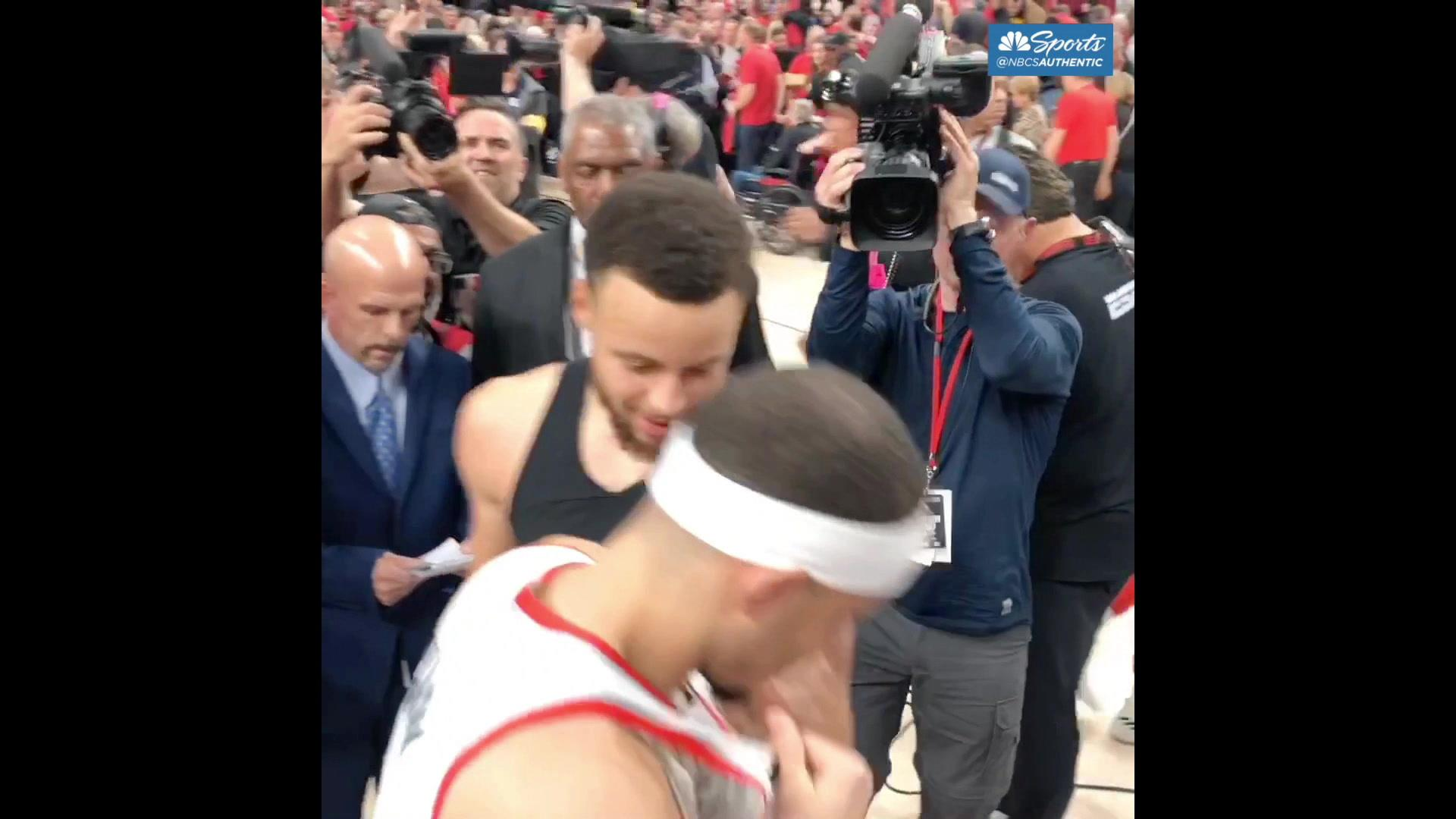 Steph, Seth Curry share moment after Warriors sweep Blazers in West finals