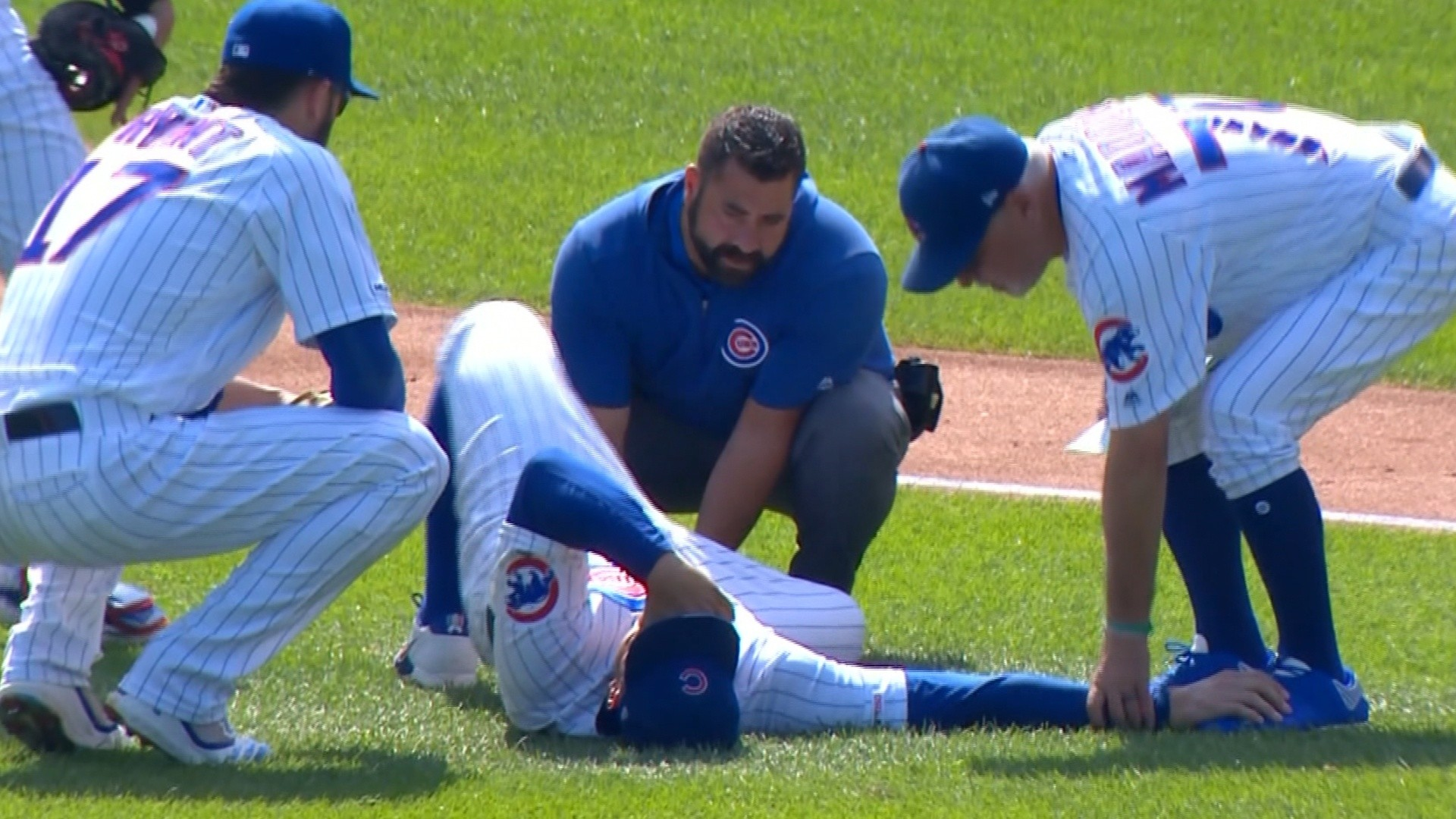 Anthony Rizzo leaves game with apparent ankle injury