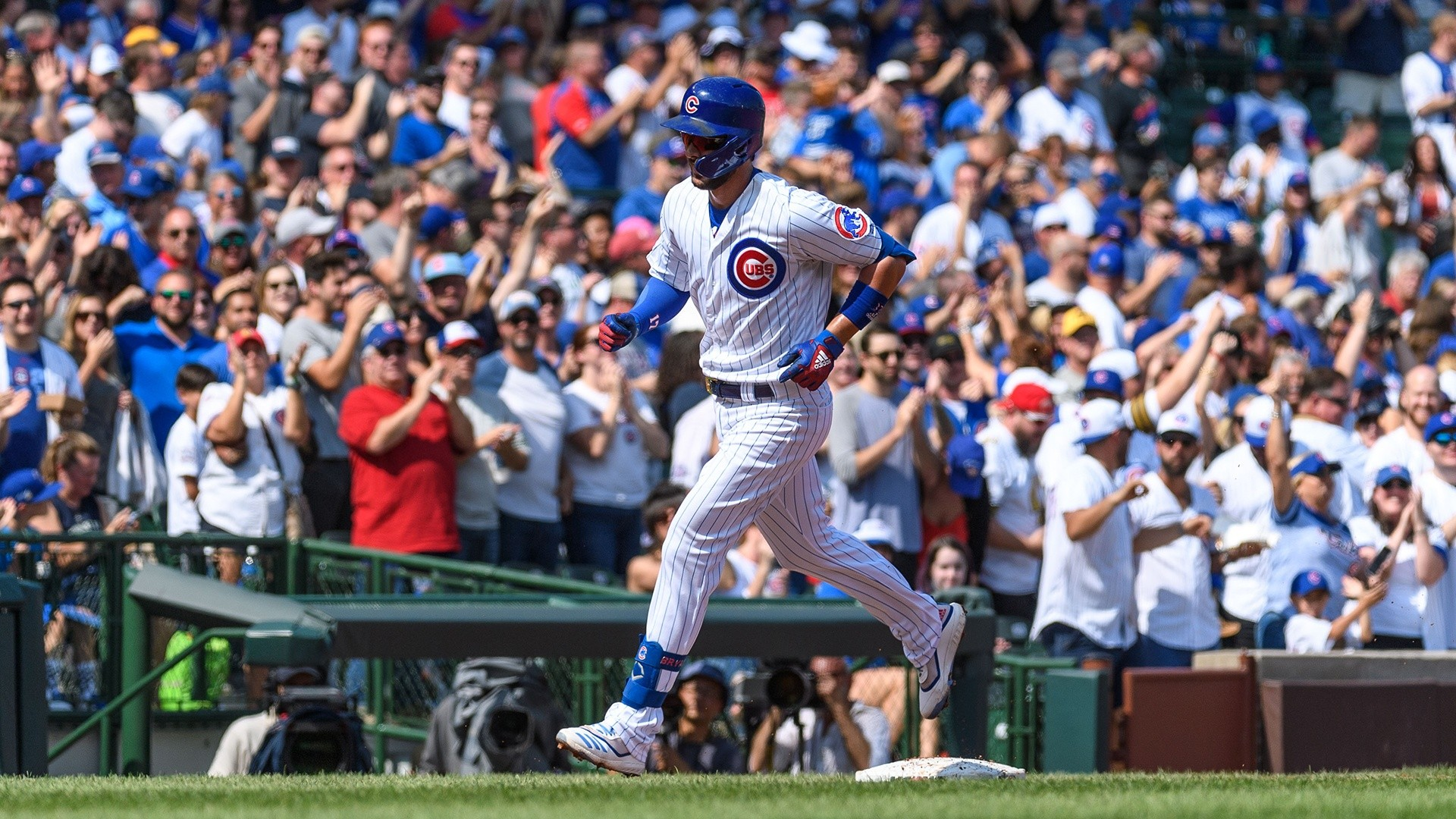 Kris Bryant hits his 2nd home run of Sunday against Pirates