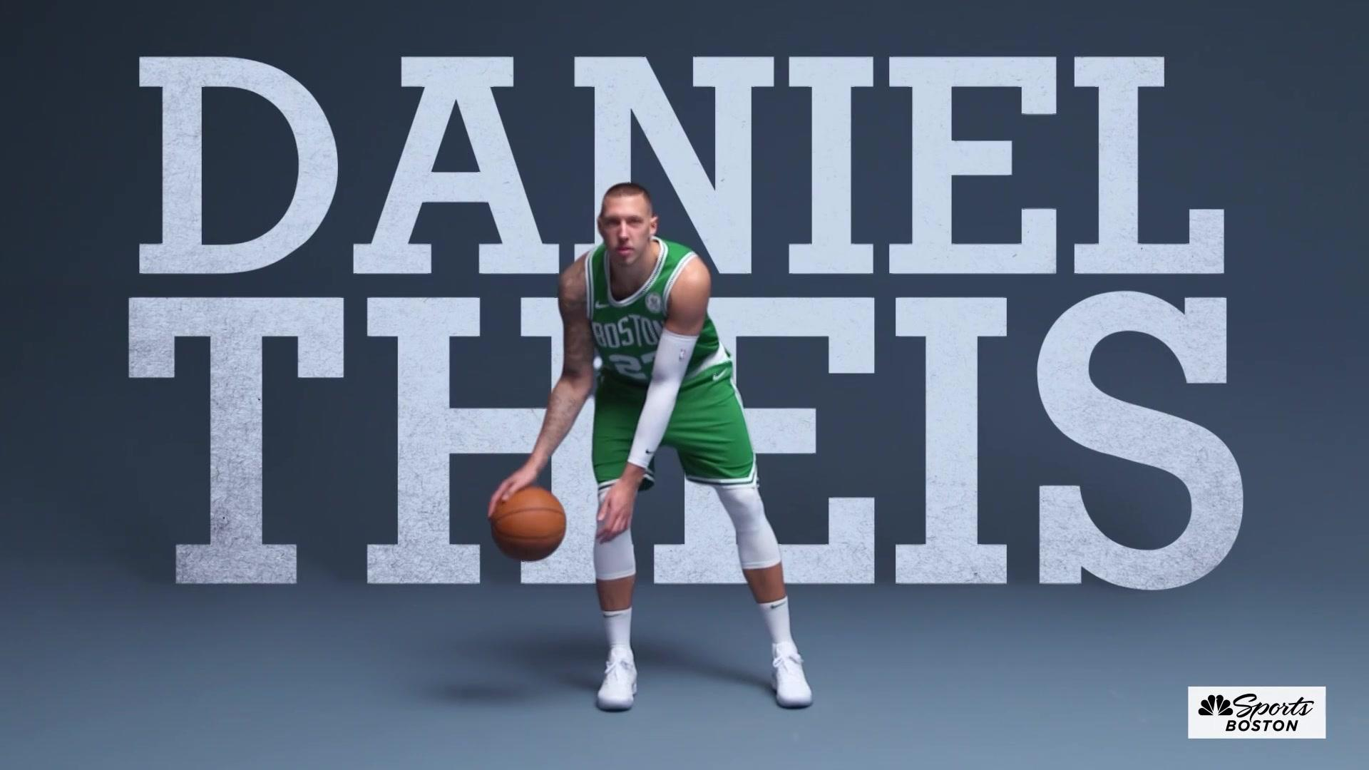 Daniel Theis slams it home with a two-handed dunk