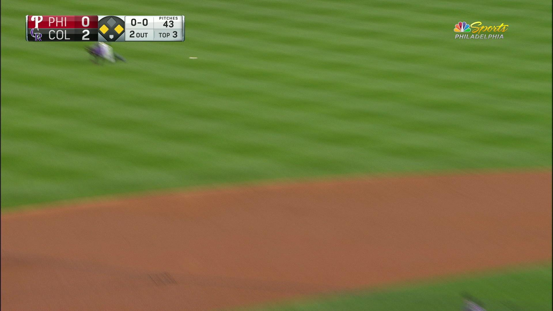César Hernández cuts the Phillies deficit in half with RBI single