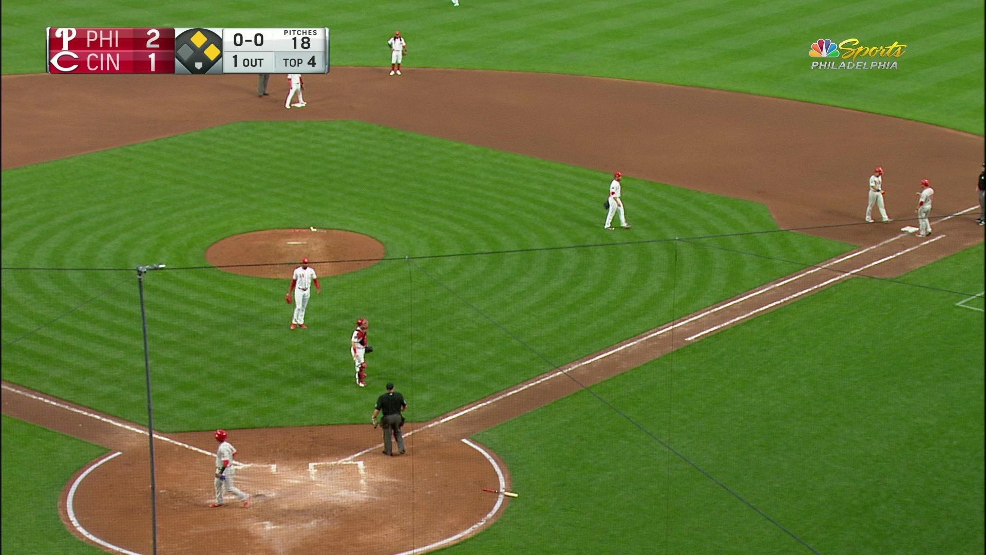 Hail César! Hernández brings up Segura to give the Phils the lead