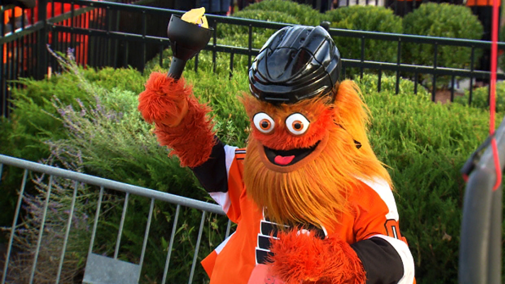 Gritty hosts first 5k run with hot dogs and shrine to Claude Giroux