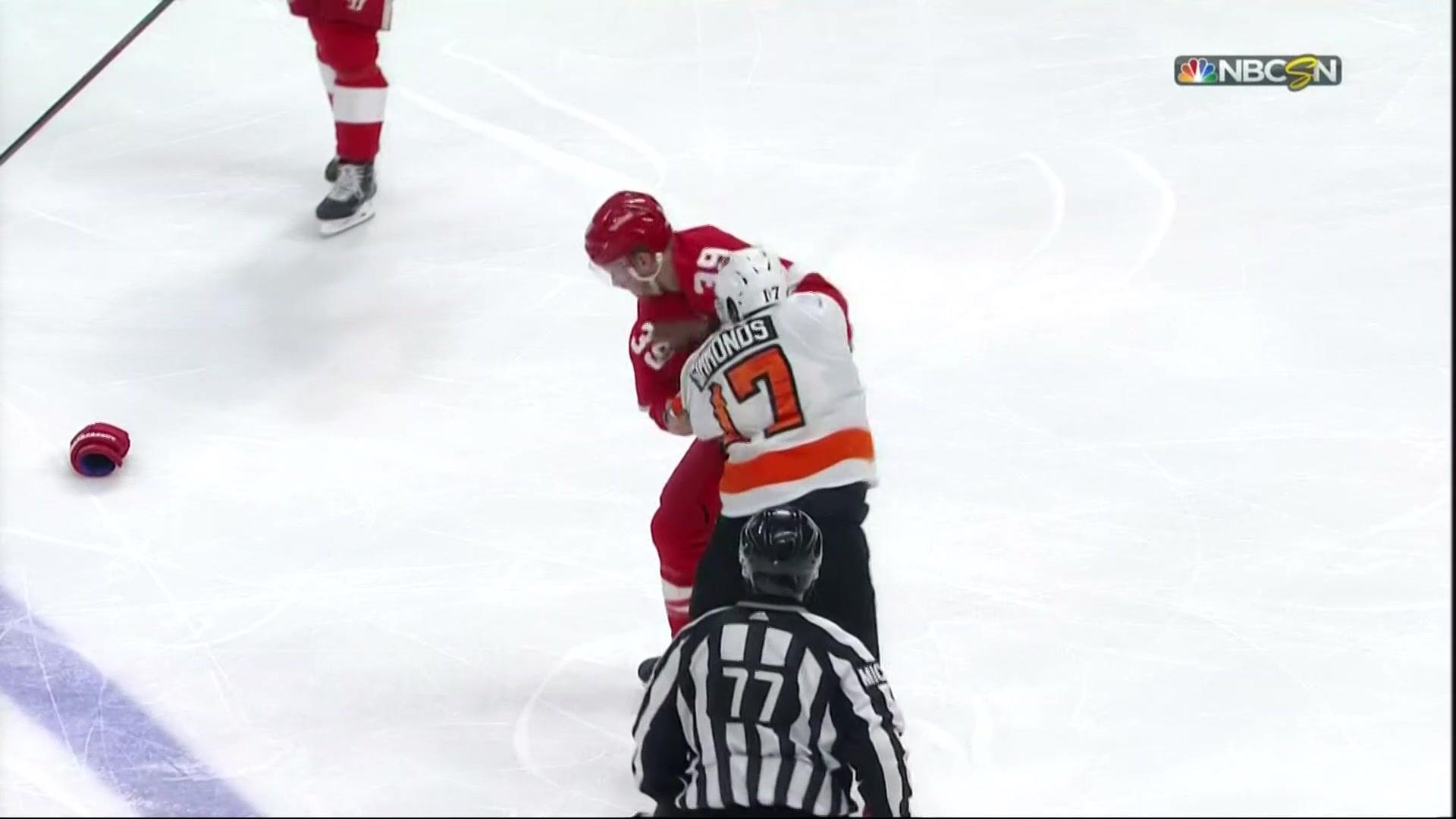 Wayne Simmonds gets payback after Anthony Mantha's hit on Claude Giroux