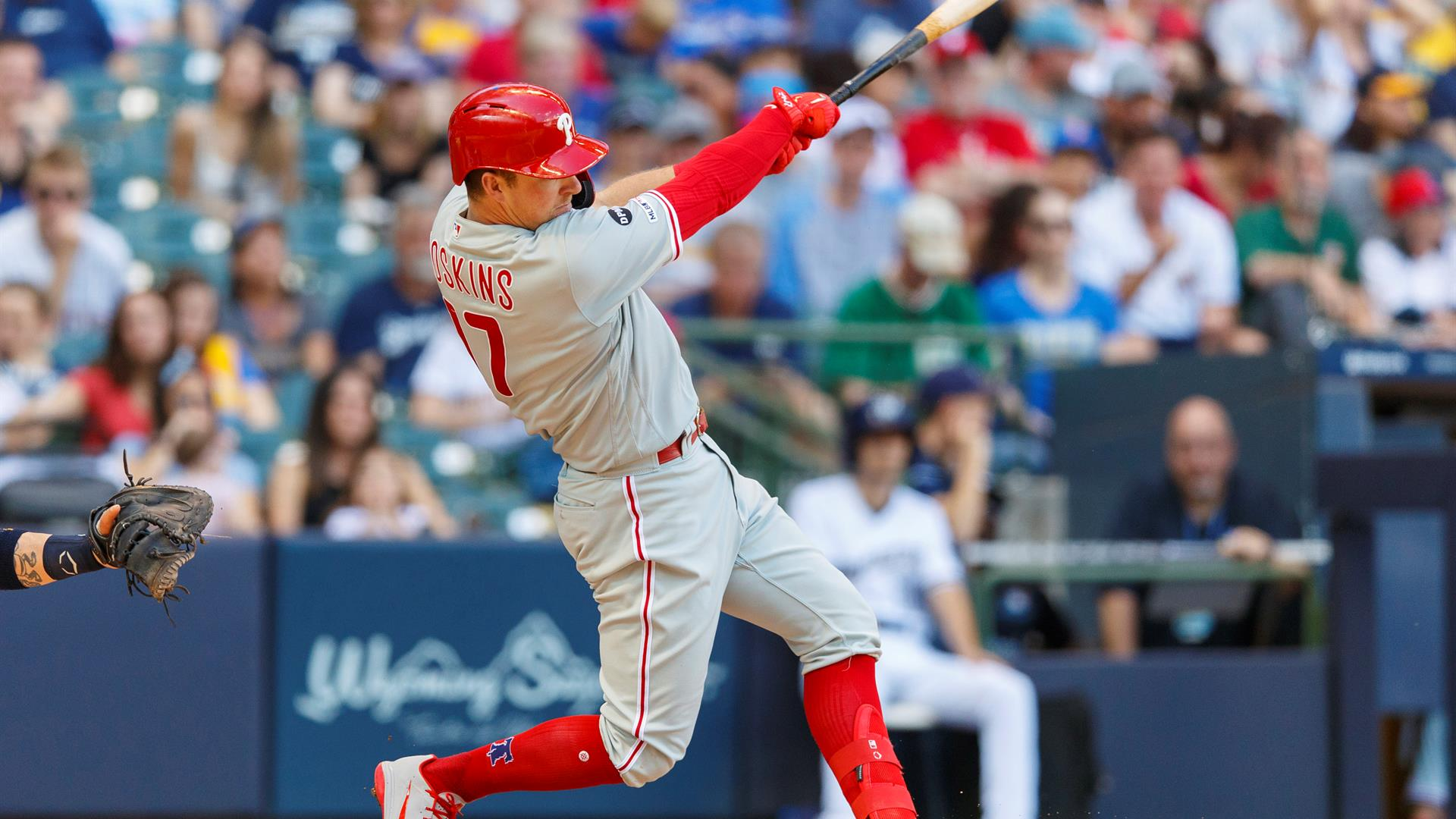Four home runs lift the Phillies over the Brewers in Milwaukee