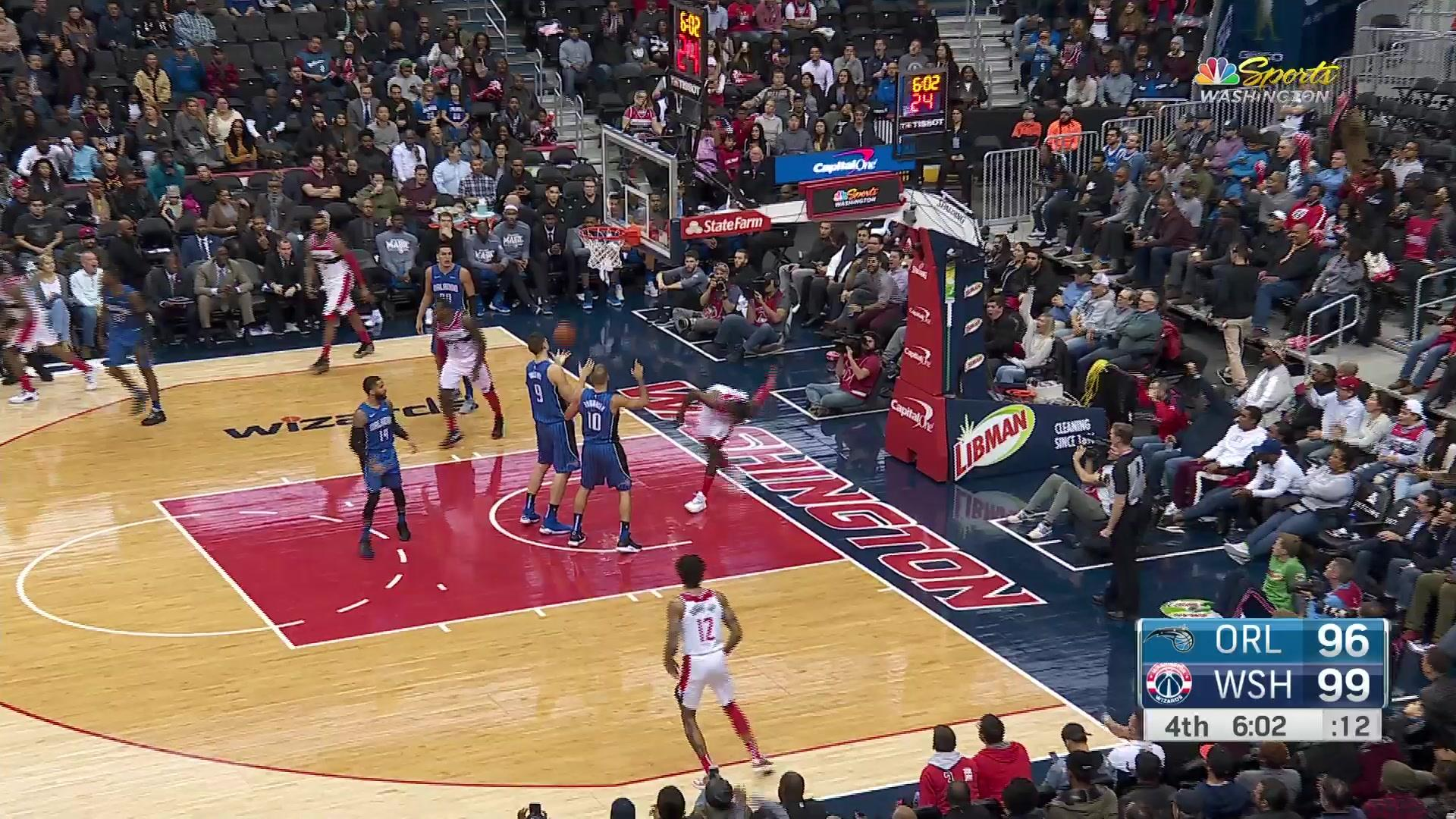 Green shows off athleticism, converts one-handed flush